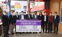 Hội người Việt Nam tại Czech trao tiền quyên góp ủng hộ cho đồng bào miền Trung