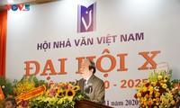 Promueve la presentación de la literatura de Vietnam al mundo