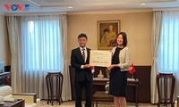 La banque japonaise Aozora soutient le Fonds de vaccination anti-Covid-19 du Vietnam