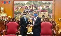 Coopération dans les échanges d'information entre VOV et l'ambassade d'Inde au Vietnam