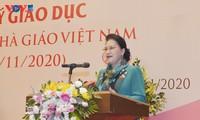 Председатель Нацсобрания Вьетнама встретилась с депутатами-преподавателями