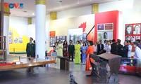 Đại sứ quán Việt Nam tại Lào dâng hương và tưởng niệm 100 năm ngày sinh Chủ tịch Kaysone Phomvihane