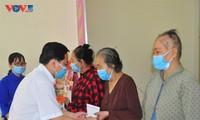 Trung ương Đoàn trao gần 1 tỷ đồng cho người dân đón Tết