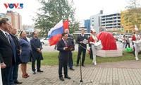 พิธีเปิดโครงการสร้างรูปปั้นประธานโฮจิมินห์ในเมืองเซนต์ปีเตอร์สเบิร์ก ประเทศรัสเซีย