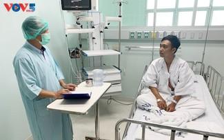 Đại sứ quán Việt Nam tại Thái Lan tích cực hỗ trợ 5 ngư dân Việt Nam bị nạn trong vụ chìm tàu cá