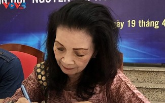 Vòng tay học trò của Nguyễn Thị Hoàng: từ quá khứ đến hiện tại