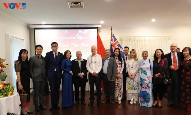 Overseas Vietnamese in Australia enjoy early Tet