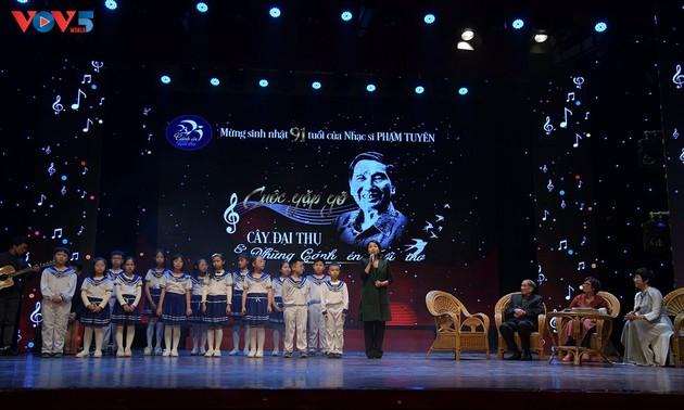 Veteran musician Pham Tuyen's songs lift the nation's soul