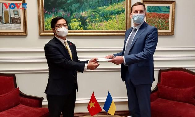 Nuevo embajador vietnamita en Ucrania comprometido a fortalecer relaciones binacionales