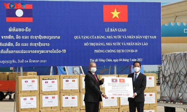 Việt Nam hỗ trợ vật tư y tế, tiền và cử chuyên gia sang trực tiếp giúp Lào đối phó với COVID-19