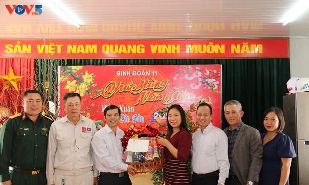 Đại sứ quán Việt Nam tại Lào thăm, chúc Tết cán bộ chiến sĩ Binh đoàn 11 đang thi công Nhà Quốc hội Lào