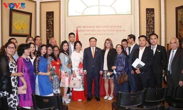 Chủ tịch Quốc hội Vương Đình Huệ thăm, làm việc với Đại sứ quán và cộng đồng người Việt Nam tại Bỉ