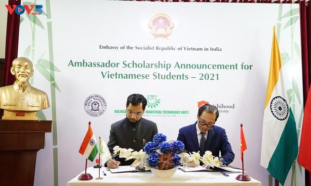 113 bourses d'études supérieures accordées par quatre universités indiennes