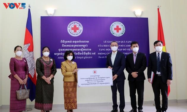 Việt Nam tiếp nhận nguồn lực chống dịch Covid-19 Campuchia trao tặng