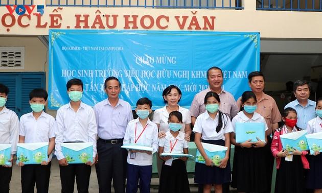 Học sinh Campuchia gốc Việt bước vào năm học mới