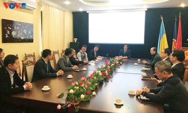 Ambassador meets Vietnamese business people in Ukraine