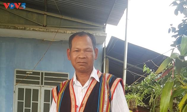 О Р'Ком Тине - авторитетном представителе народности джрай в общине Иадер