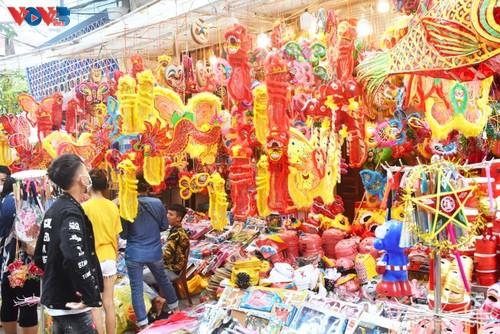La fête de mi-automne bat son plein à Hanoi - ảnh 1