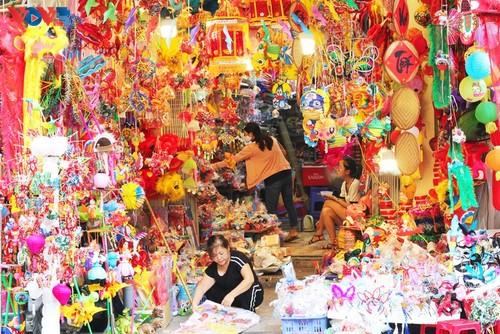 La fête de mi-automne bat son plein à Hanoi - ảnh 2