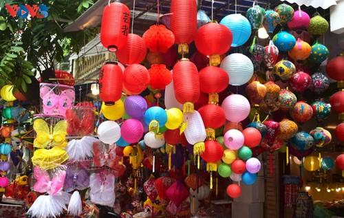 La fête de mi-automne bat son plein à Hanoi - ảnh 7