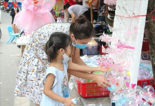 La fête de mi-automne bat son plein à Hanoi - ảnh 9