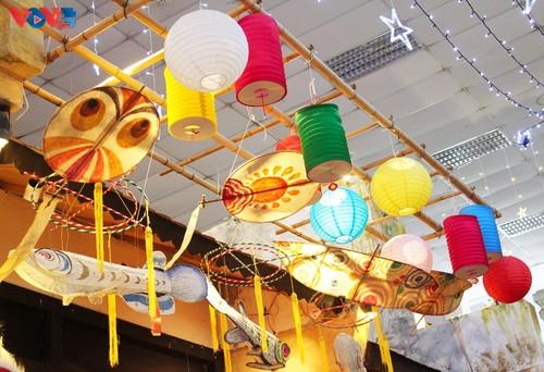 La fête de mi-automne bat son plein à Hanoi - ảnh 19