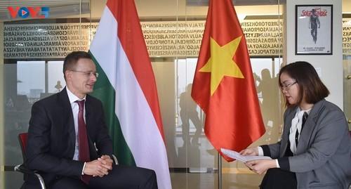 Menteri Luar Negeri dan Ekonomi Luar Negeri Hungaria mengapresiasi hubungan kerja sama persahabatan yang baik dengan Vietnam - ảnh 1