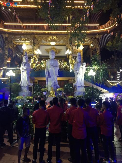 Têt 2021: la diaspora vietnamienne fête le Nouvel an lunaire - ảnh 2