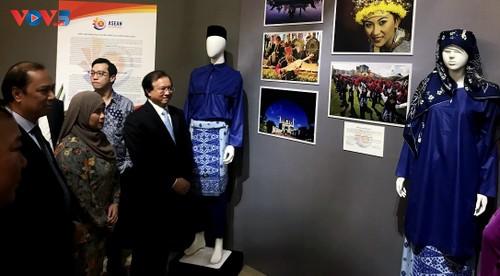 Triển lãm trang phục truyền thống các nước ASEAN 2020 - ảnh 3