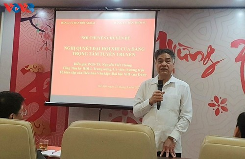 VOVWorld co-hosts talks on 13th National Party Congress Resolution  - ảnh 2