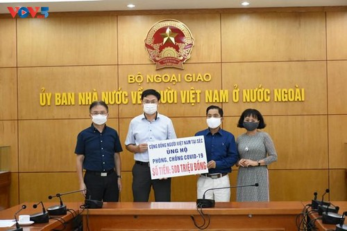 Vietnamese community in Czech Republic supports COVID-19 fight at home - ảnh 1