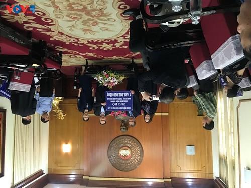 Ủy ban Nhà nước về NVNONN trao tiền ủng hộ của kiều bào tới đồng bào miền Trung - ảnh 2