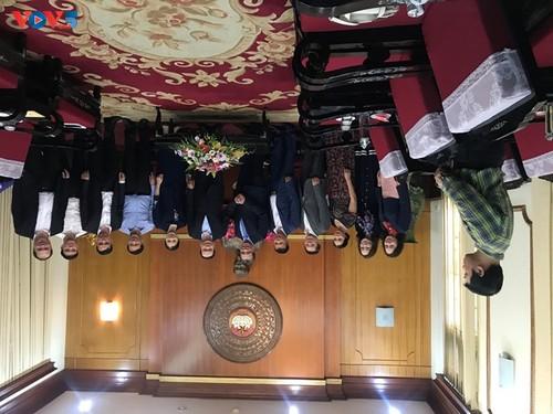 Ủy ban Nhà nước về NVNONN trao tiền ủng hộ của kiều bào tới đồng bào miền Trung - ảnh 3