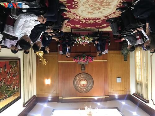 Ủy ban Nhà nước về NVNONN trao tiền ủng hộ của kiều bào tới đồng bào miền Trung - ảnh 1