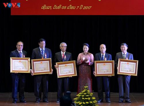 Trao tặng Huân chương của Chủ tịch nước Việt Nam cho các cá nhân của nước bạn Lào - ảnh 1