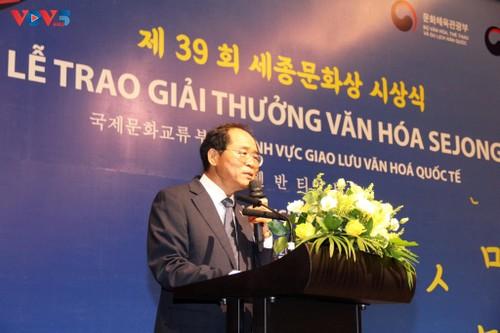 Người Việt Nam đầu tiên nhận giải thưởng văn hóa Hàn Quốc Sejong - ảnh 3