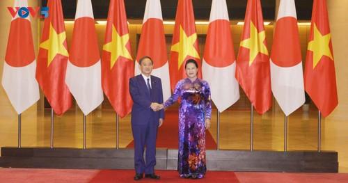 Chủ tịch Quốc hội Nguyễn Thị Kim Ngân hội kiến Thủ tướng Nhật Bản - ảnh 1