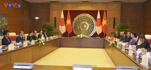 Chủ tịch Quốc hội Nguyễn Thị Kim Ngân hội kiến Thủ tướng Nhật Bản - ảnh 2
