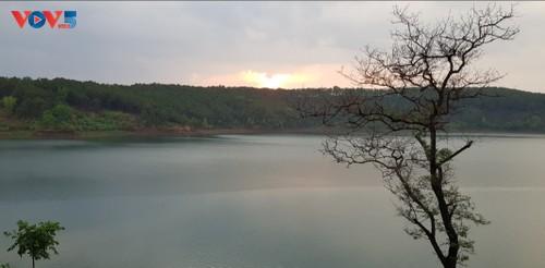 เที่ยวชมทะเลสาบ Pleiku ที่จังหวัดยาลาย - ảnh 2