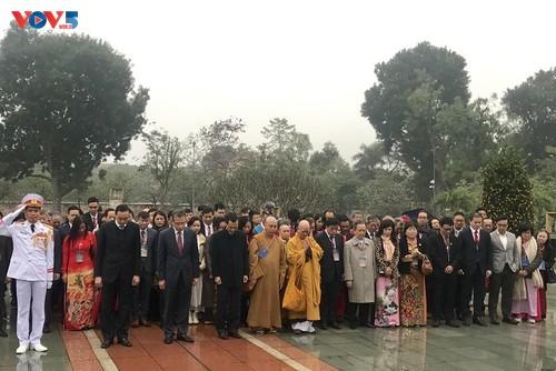 Đoàn kiều bào tiêu biểu thăm lăng Bác và khu di tích đền Đô, Bắc Ninh - ảnh 1