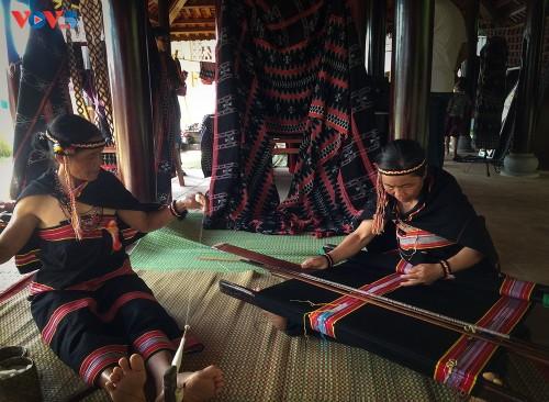 Gìn giữ và phát huy nghề dệt Zèng truyền thống ở A Lưới - ảnh 2