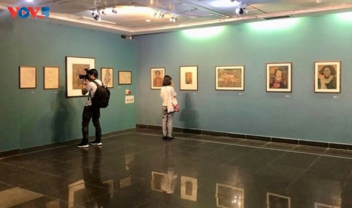 Họa sĩ Mộng Bích - cây đại thụ của làng tranh lụa Việt ra triển lãm đầu tiên - ảnh 3