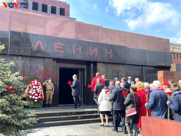 В России отметили 151-ю годовщину со дня рождения В. И. Ленина  - ảnh 1