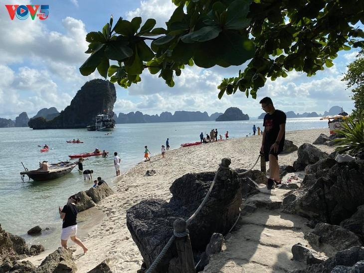 Teluk Ha Long lolos masuk ke Besar 50 Keajaiban  yang paling indah  di dunia - ảnh 3
