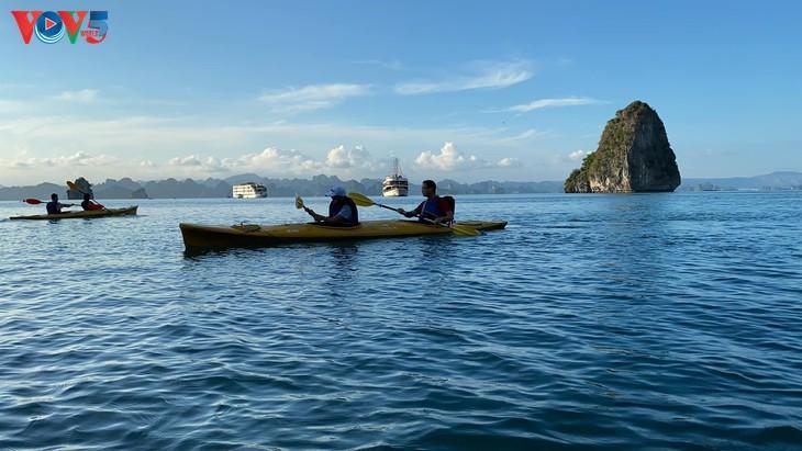 Teluk Ha Long lolos masuk ke Besar 50 Keajaiban  yang paling indah  di dunia - ảnh 4