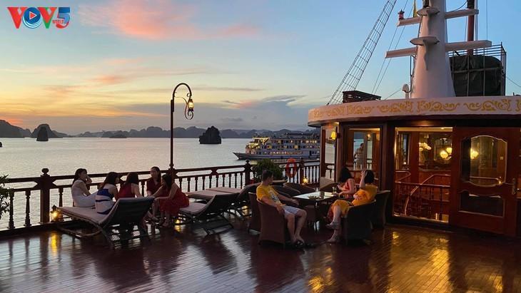 Teluk Ha Long lolos masuk ke Besar 50 Keajaiban  yang paling indah  di dunia - ảnh 8