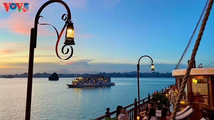 Teluk Ha Long lolos masuk ke Besar 50 Keajaiban  yang paling indah  di dunia - ảnh 9