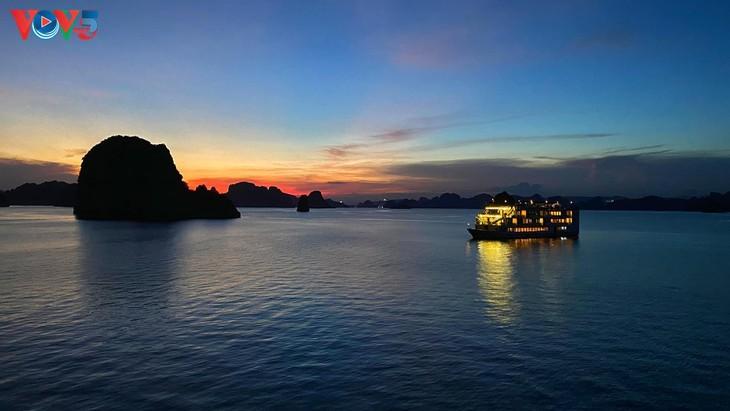 Teluk Ha Long lolos masuk ke Besar 50 Keajaiban  yang paling indah  di dunia - ảnh 10