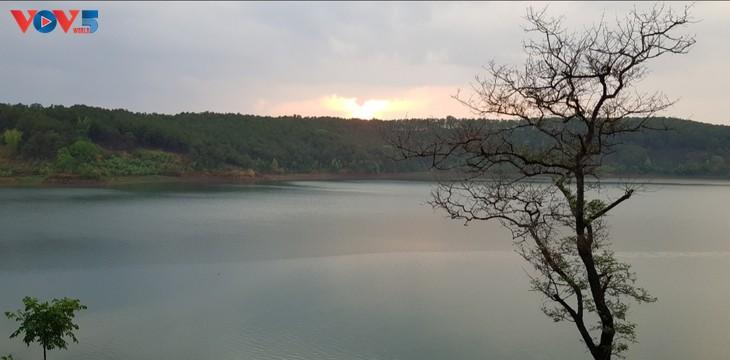 플레이쿠(Pleiku) 비엔호(Biển Hồ) 호수 탐방 - ảnh 2