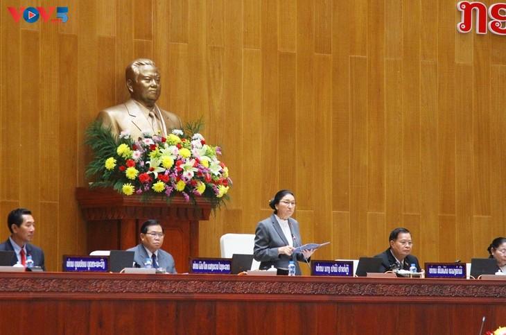 Pimpinan Vietnam Mengucapkan Selamat Kepada Pimpinan RDK Laos. - ảnh 1